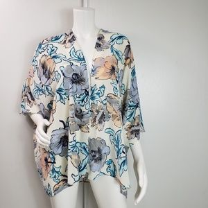 Everly Kinomo Floral Dolman Sleeve Size M 2424